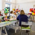 Malen lernen mit der Dozentin im Atelier